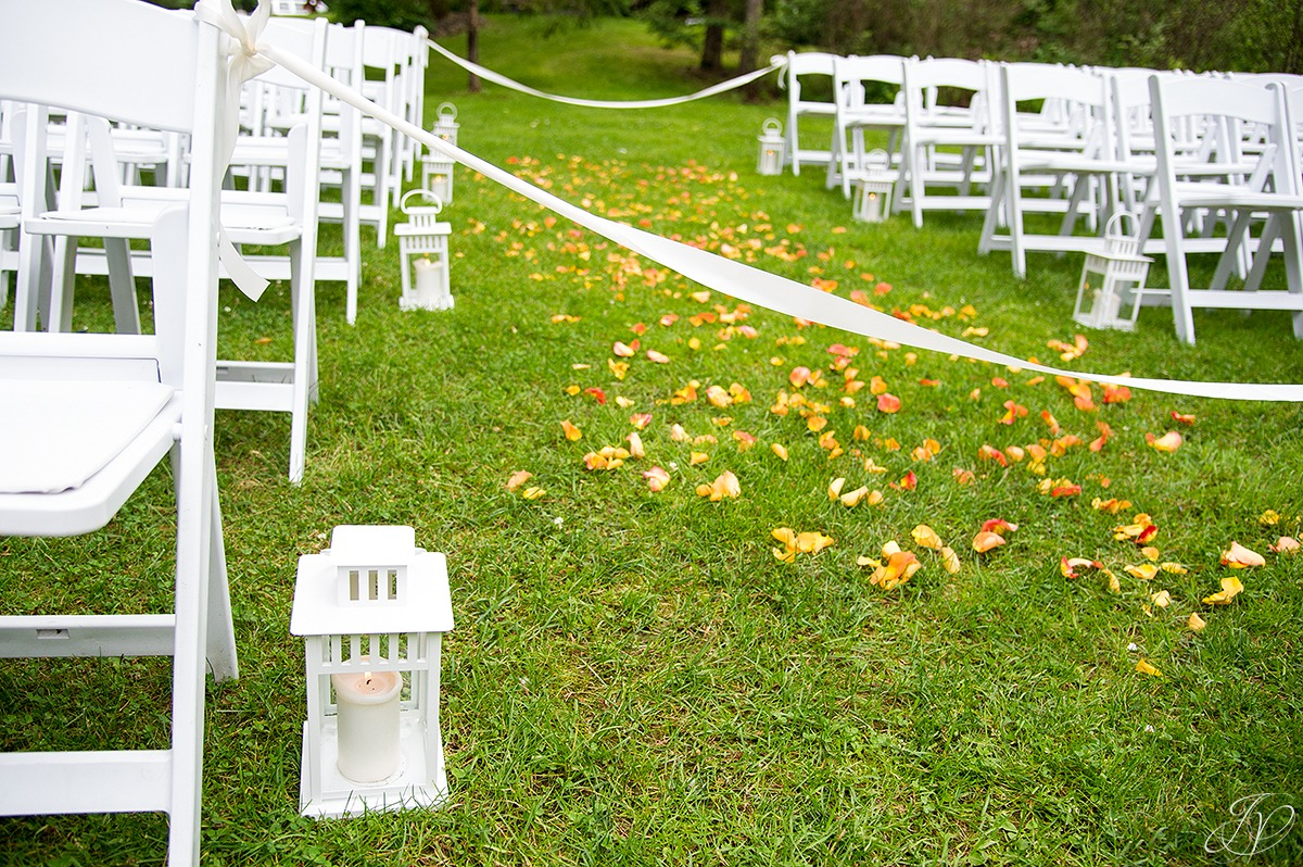 unique details of an outside ceremony