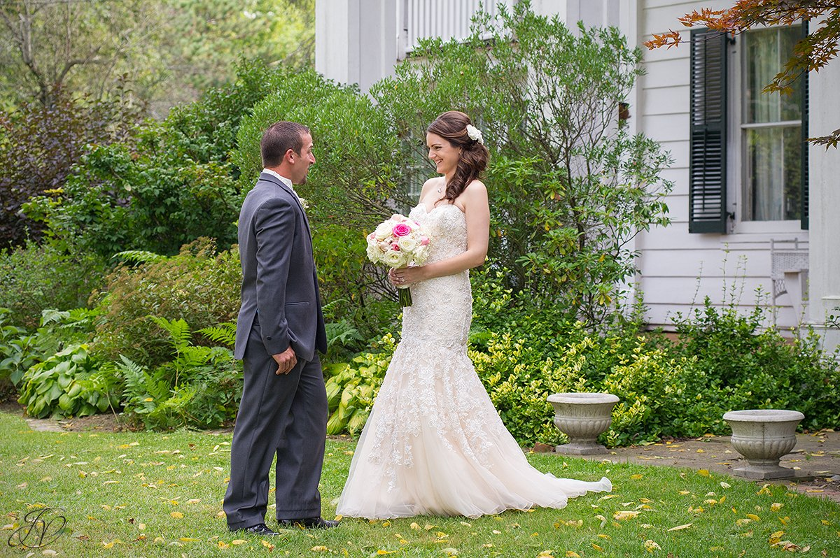 groom blown away seeing his bride for the first time
