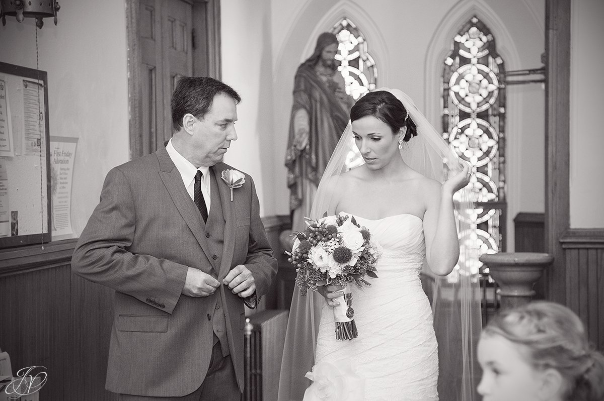 photo of private moment with dad and bride before ceremony
