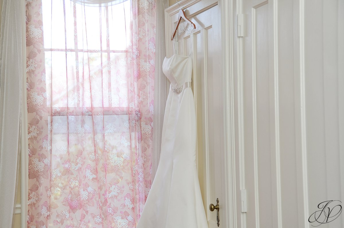 wedding dress photo, schenectady wedding photographer, riverstone manor, wedding detail photos