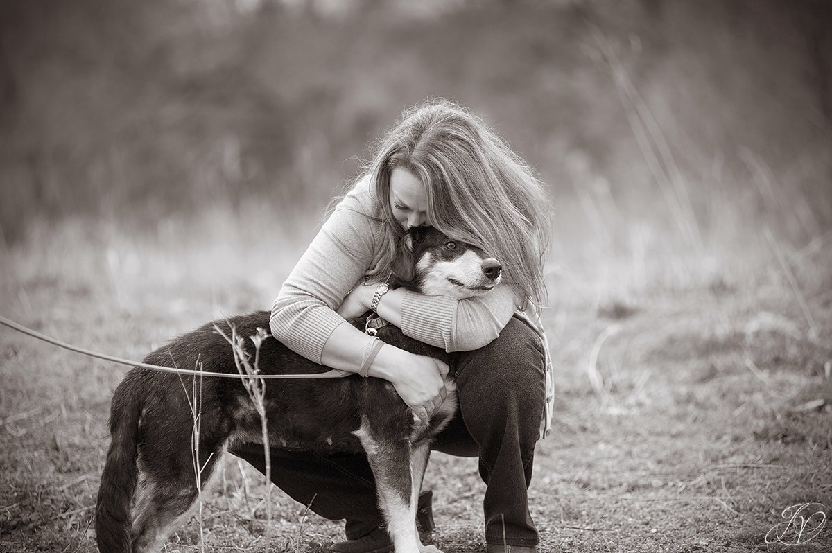 touching photo of animal rescuer