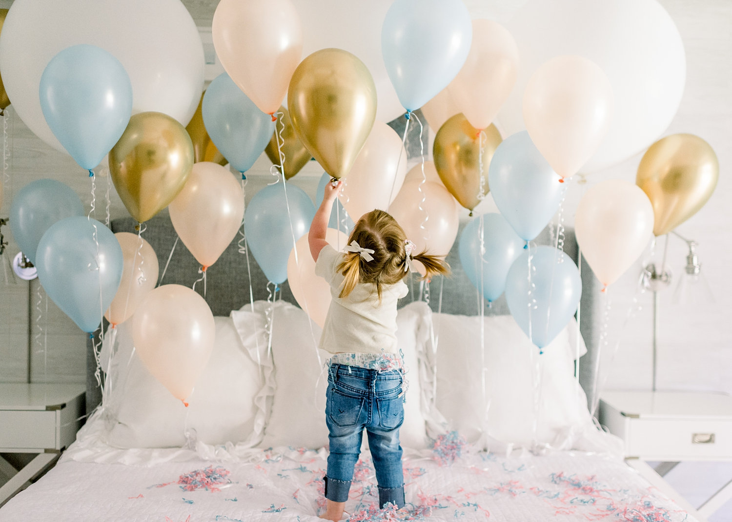 adorable pregnancy announcement, gender reveal confetti, gender reveal balloons, Ryaphotos