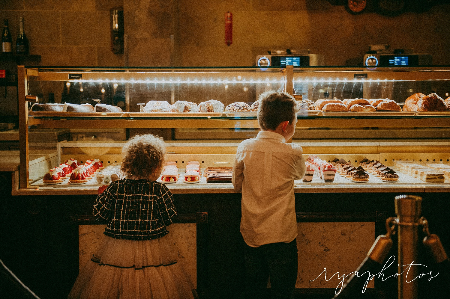 kids choosing pastries, French patisserie, France pavilion, EPCOT