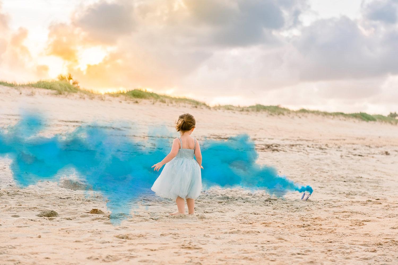 blue smoke gender reveal, smoke gender reveal, Florida gender reveal photographer, Ryaphotos